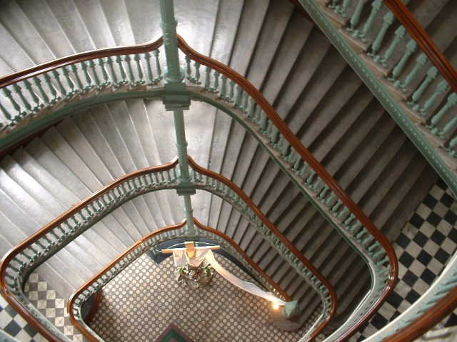 Cliquez pour une image agrandie de l'escalier du Pavillon Jean-Olivier Briand